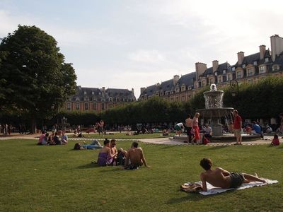 3rd Arrondissement Le Marais apartment rental - Place des Vosges during Summer time