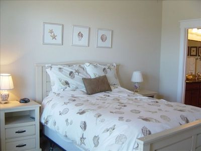 Galveston condo rental - Master Bedroom Queen Bed. 27 inch TV as well
