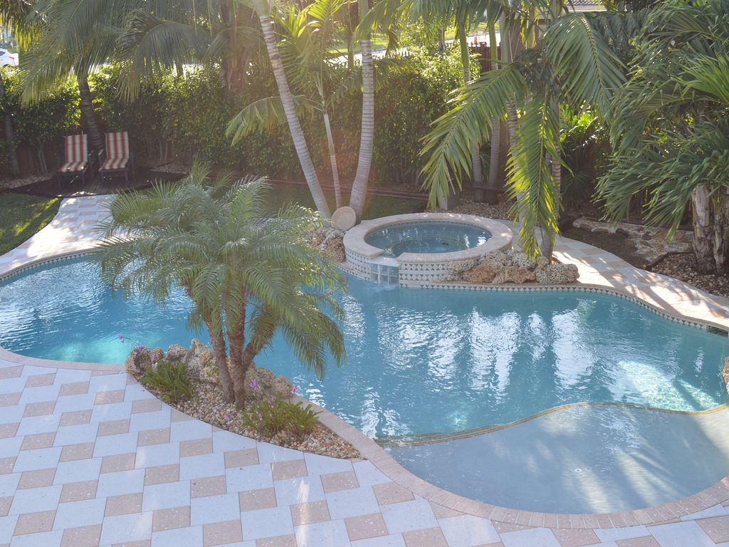 Charming tropical paradise private homeaway pompano for Salt water swimming pool