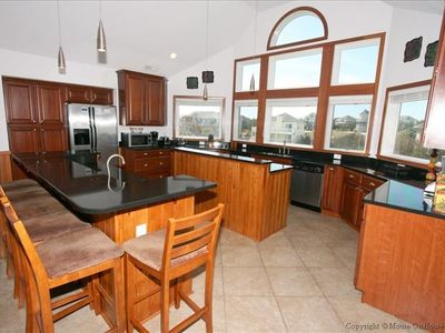 Large Gourmet Kitchen, w/ dual islands and dish washers