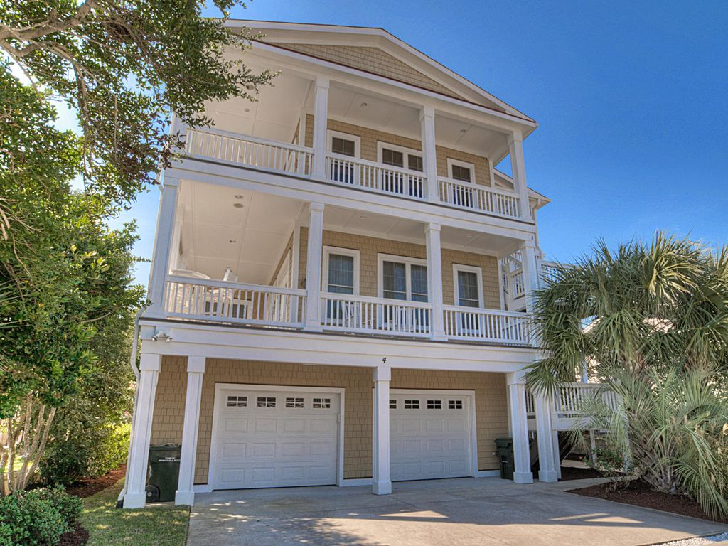BEAUTIFUL 3 BEDROOM CONDO CLOSE TO BEACH VRBO