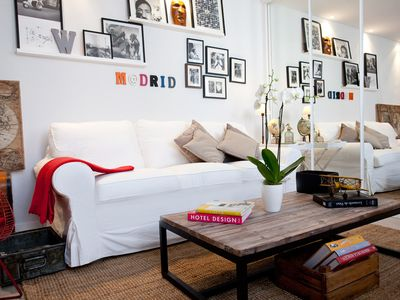 aWesome cHic mAdrid cEnter.  Confortable Sofa!