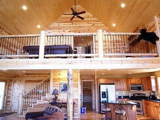 Helen cabin photo - Main floor great room & dining. 30ftx20ft