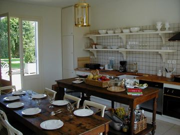 French Style Kitchen - seats 8 people