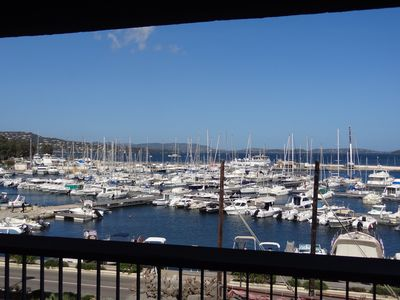 Apartment on the marina with view of the Golf and close to the high downtown