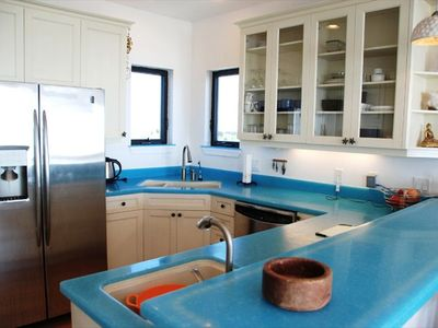 Beach chic kitchen, double oven-range, dual sinks, dining bar, fridge w/ice.