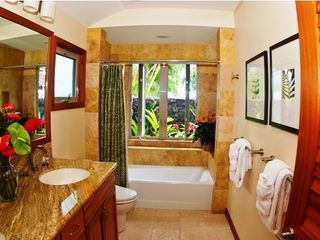Kahala estate photo - Cottage Master Bathroom