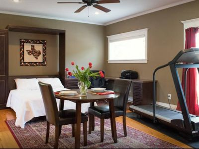 Cute quiet studio - near downtown- your own pool and spa