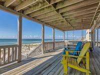 4BR/3.5BA BEACHFRONT LUXURY, 100ft of uncrowded beaches, kayaks and beach gear!