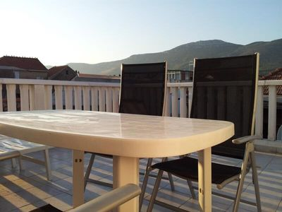 Split house rental - Why not enjoy dinner on the roof terrace?