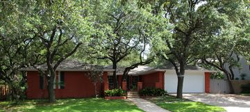 Austin house rental - Front - Gorgeous Live Oak Trees