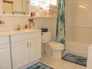 Depoe Bay townhome photo - Tub/shower, double sink, raised Toilet..