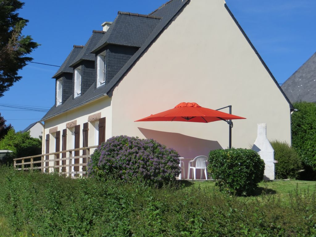 House, 120 square meters, close to the beach