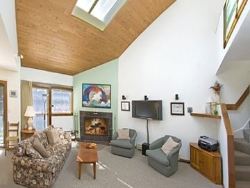 Killington condo rental - living room with lofted ceilings bright and cheery feel