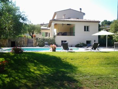 Provencale villa with pool in a quiet half hour. Nice, Antibes and Cannes