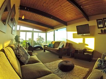 Second story loft/ family room