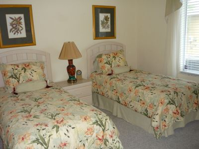 Second Guest Room with Two Twin Beds