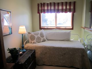 . . . plus (2) Twin Beds - Saugatuck / Douglas townhome vacation rental photo