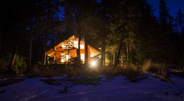 Seward cabin rental - Evening with deck fireplace aglow