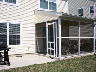 Screened In Porch/Patio and Grill