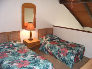 Maalaea condo photo - Bedroom #2 with twin beds and full bath.