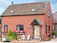 THE CORN HOUSE, family friendly, with a garden in Leighton, Ref 4210