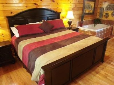 King Size Bed, TV/DVD, Jacuzzi Tub, Full Bathroom