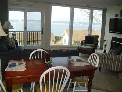 Million Dollar View- Floor to Ceiling windows over look lake