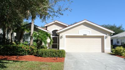 JUST REDUCED - IMMACULATE SINGLE FAMILY HOME ON GOLF COURSE IN NAPLES FL-SLEEPS