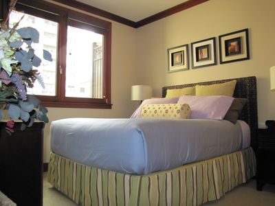 Guest suite: Queen bed w/ Hotel Collections, 42in LCD Sony HDTV & Blue ray DVD