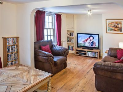 Listed Georgian 4 bedroom cottage to sleep 8 people. Ideal for families.