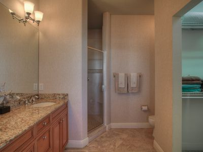 Spacious Master Bathroom-Enclosed shower with 2 Massaging Shower heads