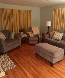 Tuscaloosa house rental - Living area features all new furniture and some vintage end tables. Very comfy.