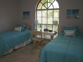 Briarwood Naples house photo - twin bedroom in this holiday villa