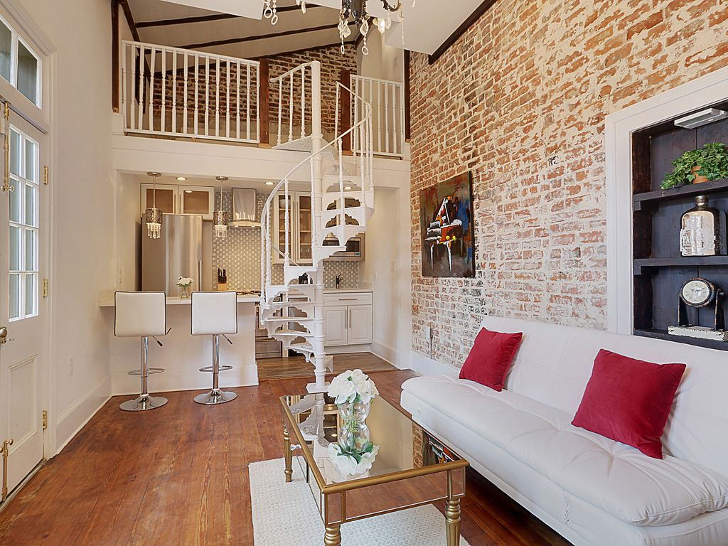 1830s mansion transformed into luxury condos vrbo for Inside in french