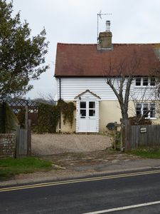 Close to beach 3 bed Grade 11 Listed Cottage in Pett Level near Hastings and Rye