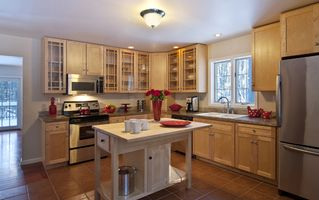 Woodstock house photo - Fully-equipped gourmet kitchen with marble counters + stainless appliances