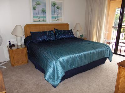 King size bed. Master lanai with golf course view.