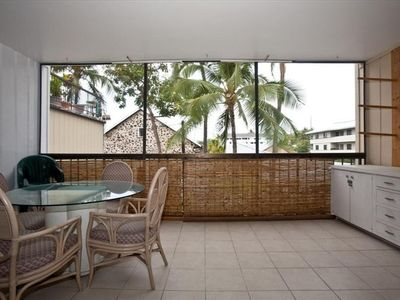 Private screened in lanai with dining area for 4