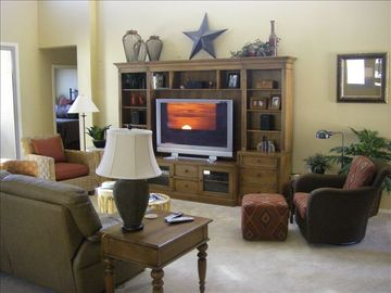 The Living Area w/ plasma screen and HD channels