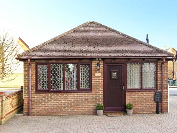 DOLLY, country holiday cottage in Meppershall, Ref 13596