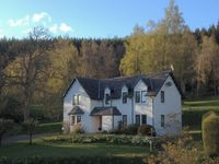 Exclusive large Scottish lodge set in a 17 acre garden-Perthshire, Scotland