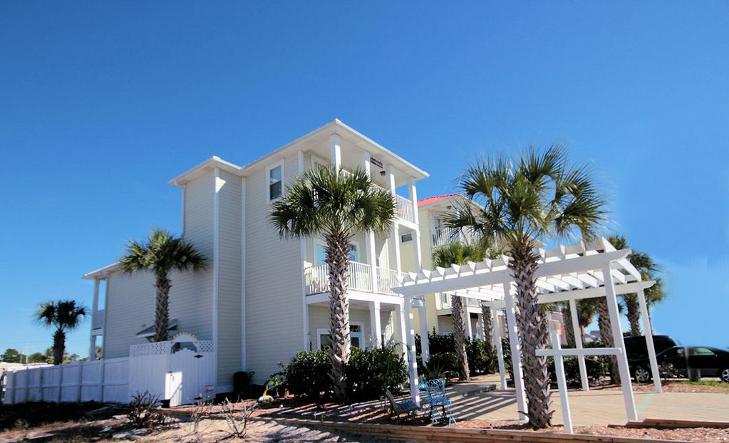 3 story pvt home 4br 5ba heated pv vrbo for Three story beach house