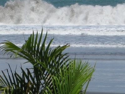 4 to 6 foot waves daily, but calm close to shore
