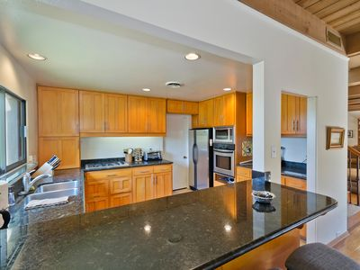 La Jolla house rental - Kitchen with breakfast bar.
