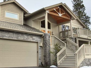 Sunriver house rental - Front Elevation