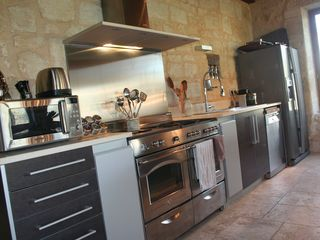 Naujan-et-Postiac farmhouse photo - Kitchen with double oven