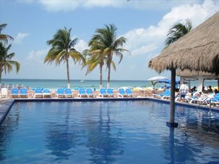 Isla Mujeres condo photo - Pool