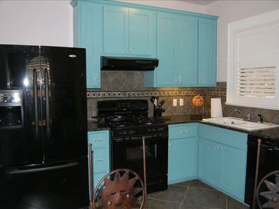 Refrigerator w/ filtered water/ice; gas stove; dishwasher; washer/dryer