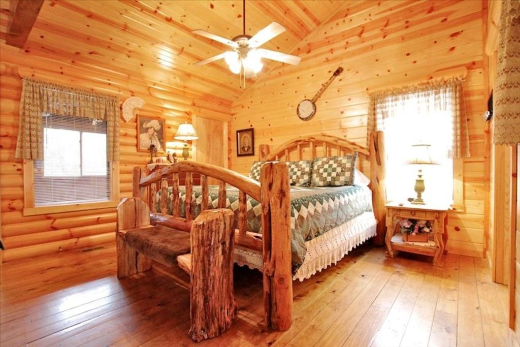 Holiday in our branson log cabin at westgate vrbo for Branson condos and cabins for rent